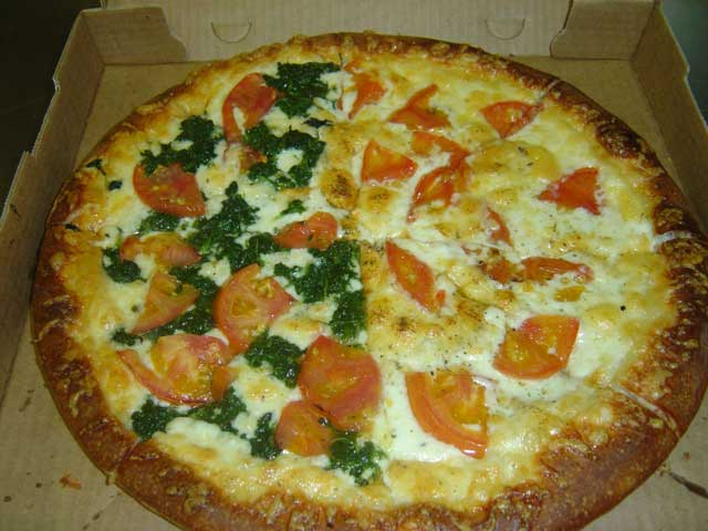 Large Pizza with Ricotta Cheese, Spinach and Tomato